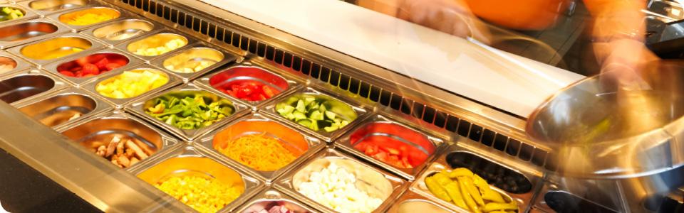 Mixen Sie Ihren Salat nach Ihrer Wahl aus über 60 Zutaten